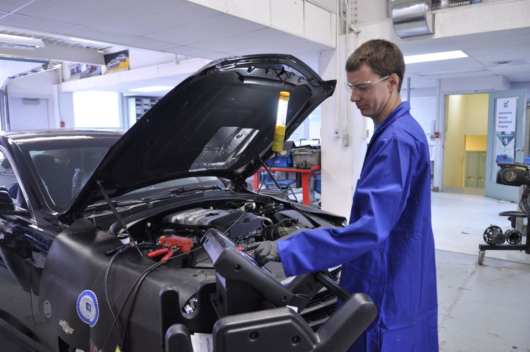 Automotive Service Technicians Go High-Tech