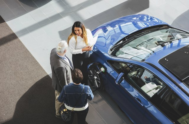 Pick a Car Dealer Over Private Vendors